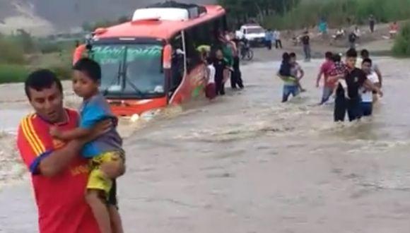 Bus con escolares y padres estuvo a punto de ser arrastrado por el río Virú, en la Libertad.