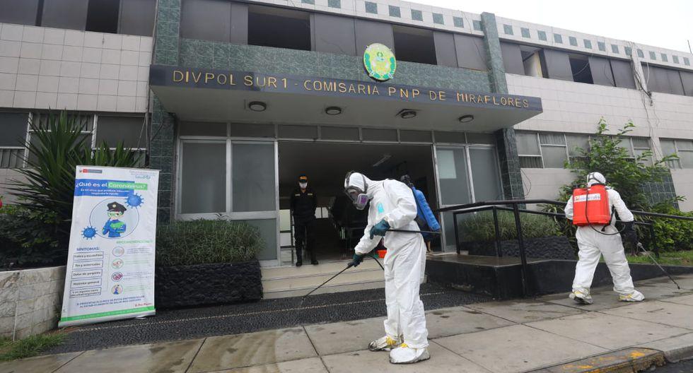 Personal de la Municipalidad de Miraflores realizó trabajos de desinfección dentro de la comisaría del referido distrito y en los exteriores de esta dependencia. (Foto: Gonzalo Córdova/GEC)