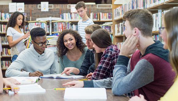 """""""El beneficio que ofrece el gobierno es que el estudiante puede venir con su cónyuge y con sus hijos"""", puntualizó Fernando Torres. (Foto: Getty Images)"""