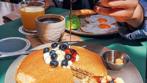 El brunch es esa comida, entre el desayuno y el almuerzo, perfecta para compartir con amigos o en familia deliciosos platos y bebidas. (Foto: MóCafé)