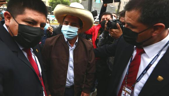Candidato Pedro Castillo, llega a unos de los locales de la casa del maestro en Paseo Colón. Fotos: Alessandro Currarino / @photo.gec
