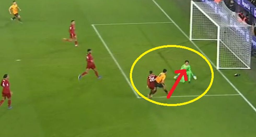 Raúl Jiménez tiró terrible cañonazo en la cara del portero Alisson y se Liverpool salvó de la derrota