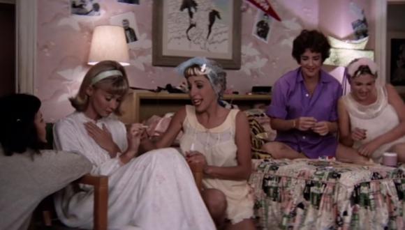 """""""Rise of Pink Ladies"""" es el nombre de la serie basada en el grupo de amigas de Sandy en """"Grease"""". (Foto: Captura YouTube)."""