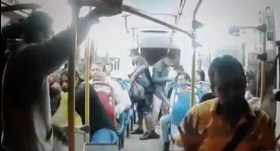 Delincuentes asaltan bus en Trujillo y disparan a uno de los pasajeros