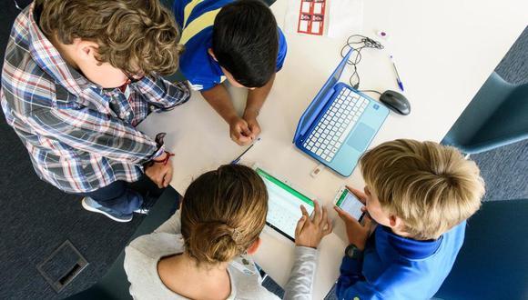"""Podcast """"Enciende STEM"""" fomentan la ciencia en los niños"""