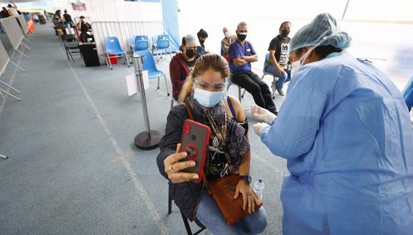 Este martes 31 de agosto se inicia vacunación a personas de 34 y 35 años. (Fotos: Eduardo Cavero/@photo.gec)