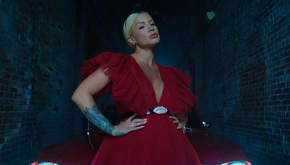 """Leslie Shaw estrenó el videoclip de su nuevo éxito """"Bombón"""". (Foto: Captura de YouTube)"""