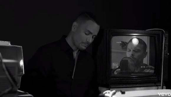 """Victor Manuelle lanza nueva versión de """"Algo le pasa a mi héroe"""", tema dedicado a su padre fallecido. (Foto: captura)"""