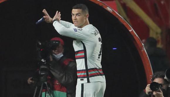 Cristiano Ronaldo acabó molesto por un gol que no le convalidó el árbitro ante Serbia. (Foto: AFP)