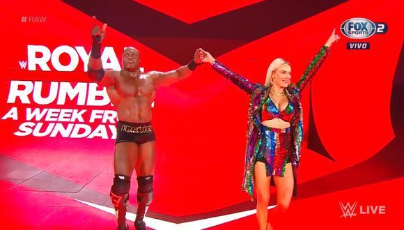 Nuevamente Lana provoca la derrota de Rusev. (Captura FOX Sports 2)