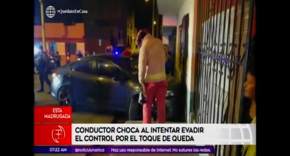 El chofer del auto de placa AUP-251 fue trasladado a la comisaría de Tahuantinsuyo para las diligencias correspondientes. (Foto captura: América Noticias)