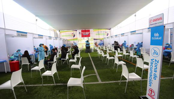 Este lunes 30 de agosto solo se vacunará en Lima y Callao a adolescentes con comorbilidades. (Foto: Hugo Curotto / @photo.gec)