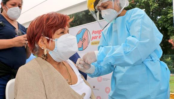 La Geresa  precisa que la vacunación de mayores de 50 años inicia este lunes 21 de junio. (Foto: Minsa)