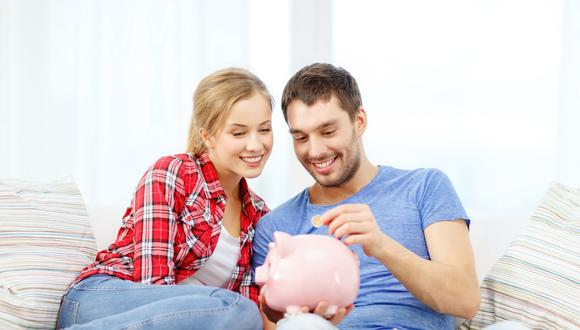 Si tienen hijos, pueden abrir una cuenta de ahorros con sus nombres para sus estudios superiores. Elaboren juntos su presupuesto