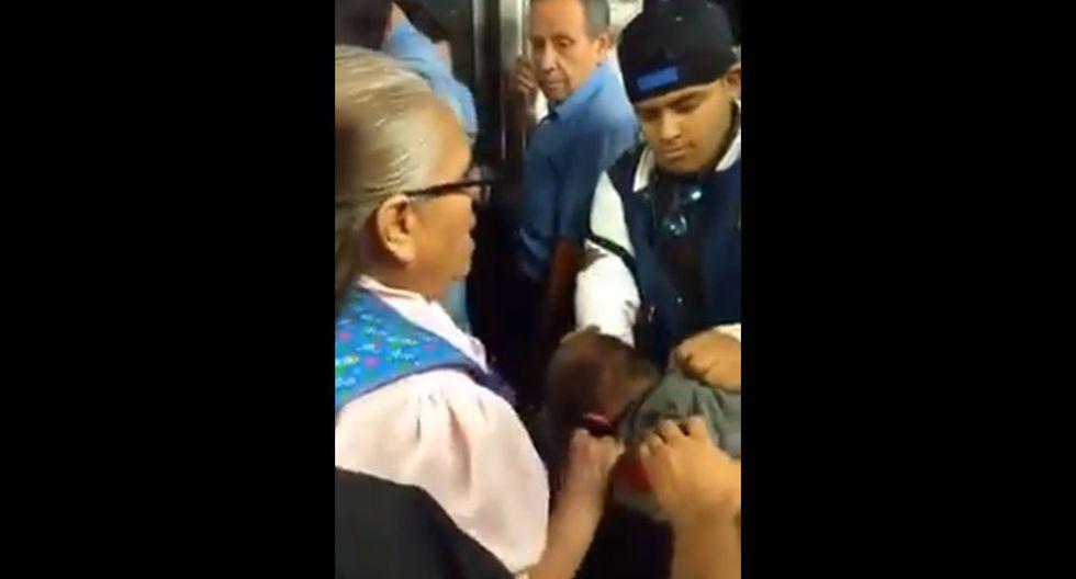 Anciana agarra a golpes a depravado que la acosó sexualmente y lo entregó a la Policía