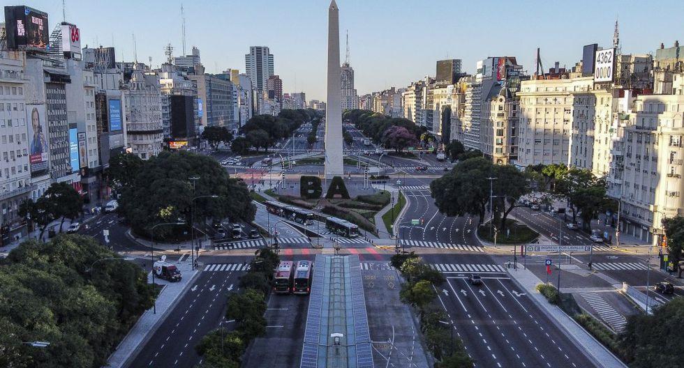 """El presidente de Argentina, Alberto Fernández, decretó el aislamiento """"preventivo y obligatorio"""" de la población desde este viernes hasta el 31 de marzo, para detener la propagación del COVID-19. (AFP)."""