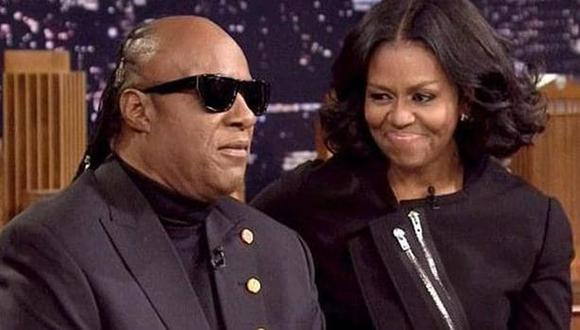 Stevie Wonder y Michelle Obama en el show de Jimmy Fallon.