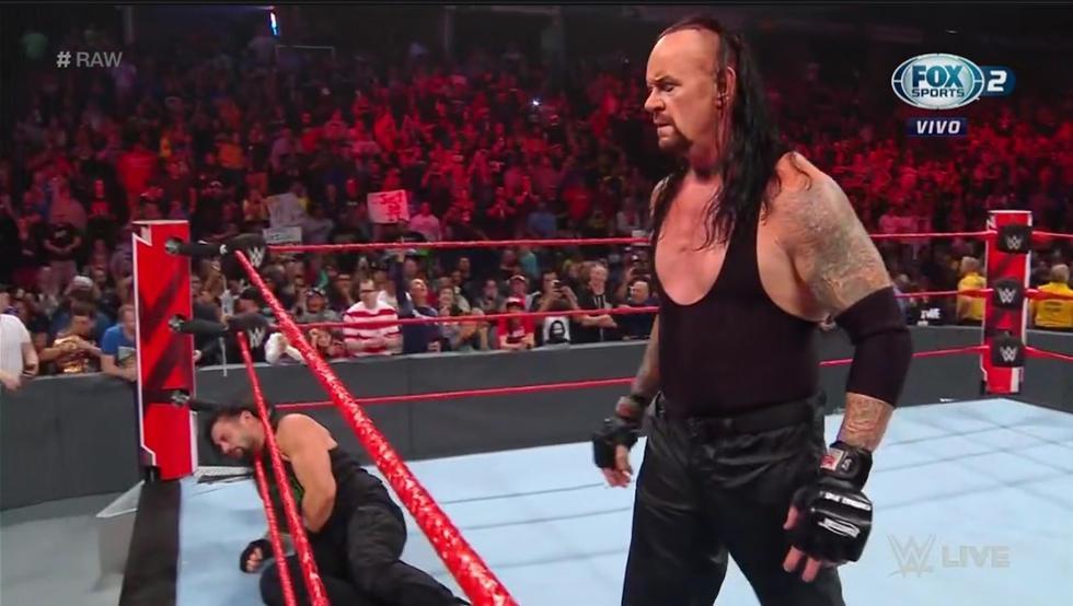 'El Hombre muerto' salvó a Roman de una paliza. (Captura Fox Sports 2)