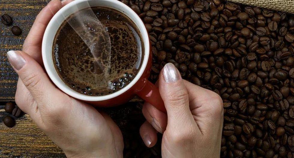 El café es la bebida que se obtiene a partir de los granos tostados y molidos de los frutos de la planta del café (Foto: Pixabay)