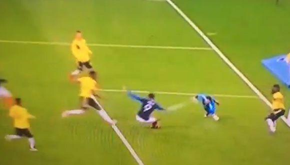 Gol de Giroud tras error de Ospina. (Captura: Twitter)