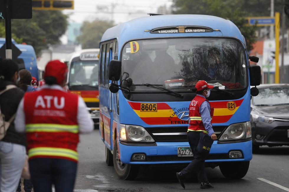 El alcalde de Miraflores, Luis Molina, también estuvo presente en la supervisación de las acciones de fiscalización al transporte urbano en el cruce de las avenidas Arequipa y Angamos. (Foto: Violeta Ayasta/GEC)