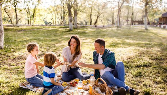En caso desee realizar un picnic o tener un paseo en familia, existen parques metropolitanos y clubes de zonales disponibles; en donde se tendrá que respetar el máximo de 5 personas por grupo y guardar una distancia de 2 metros entre otras familias.