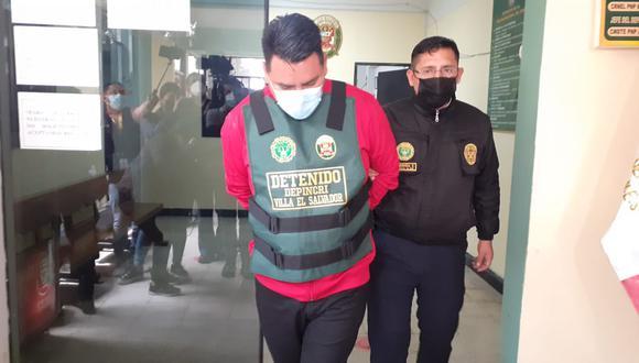 El vigilante Omar Paul Apaza Fernández (41), 'el ejecutivo', fue detenido por captar menores venezolanas y secuestrarlas para ultrajarlas. (foto: Mónica Rochabrum/Trome)