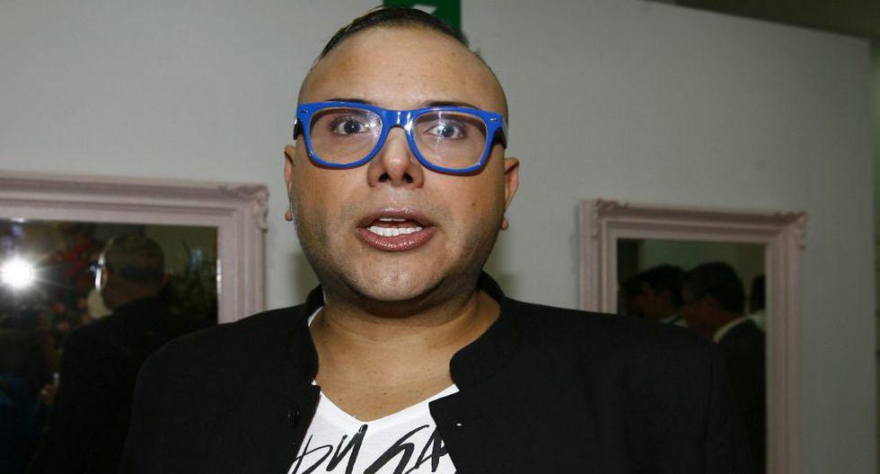 Carlos Cacho dice 'bruja' a Magaly Medina.