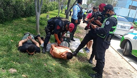 Sospechosos fueron intervenidas por la Policía tras persecución, en Surco. | Foto: Municipalidad de Surco