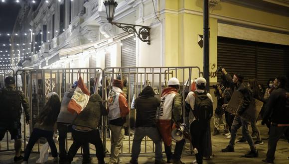 Los seguidores de Fuerza Popular intentaron ingresar a la Plaza Mayor para dirigirse a Palacio de Gobierno. (Foto: Joel Alonzo/@photo.gec)
