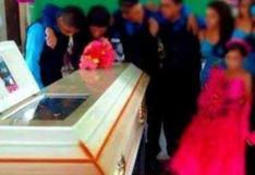 México: Quinceañera muere un día antes de sus fiesta, familia no canceló reunión y chambelanes bailaron frente al ataúd