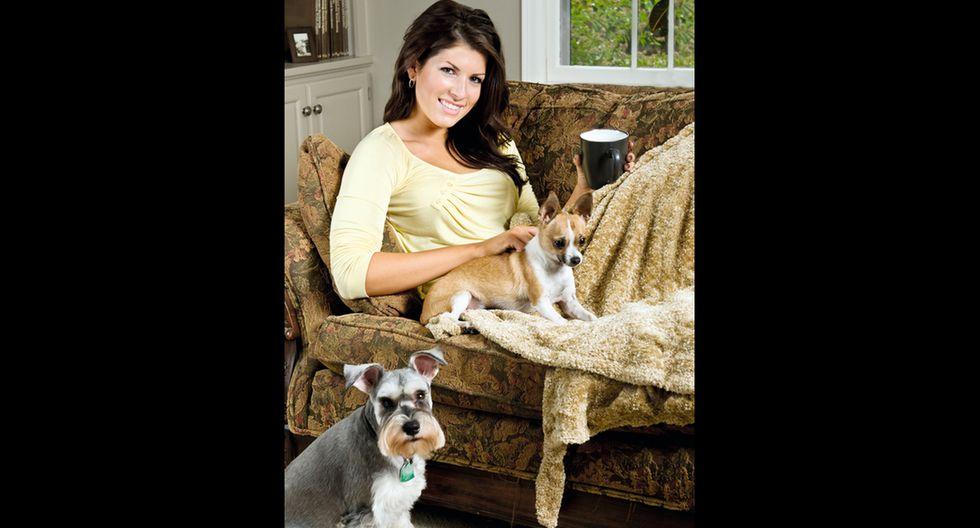 Para tener un perro estable es necesario que desde pequeño lo relaciones con otras mascotas y personas, con paseos diarios.