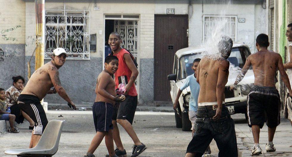Policías resguardarán puntos críticos de la capital en donde los juegos de carnavales se intensifican en el verano.