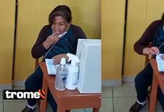 Mujer se baja la mascarilla y lame su dedo para contar cédulas de votación en las Elecciones 2021