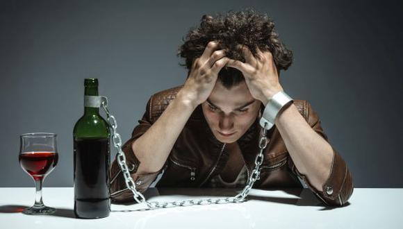 El alcoholismo es un verdadero problema para nuestra sociedad.