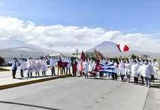 Arequipa: 26                         médicos cubanos llegaron a reforzar atención de                         pacientes COVID-19