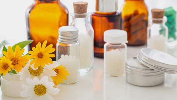 La aromaterapia es un tratamiento con uso de aceites esenciales de plantas como un enfoque de salud complementario.