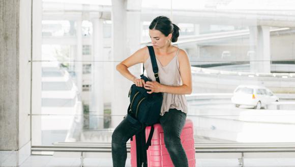 Un video viral muestra la curiosa reacción de una mujer que se quedó sin peluca durante una revisión de seguridad en un aeropuerto. | Crédito: Pixabay / Referencial