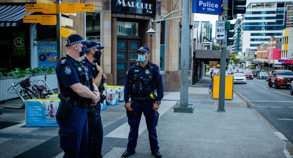 Imagen referencial de oficiales de policía patrullando en Australia. (Patrick HAMILTON / AFP).