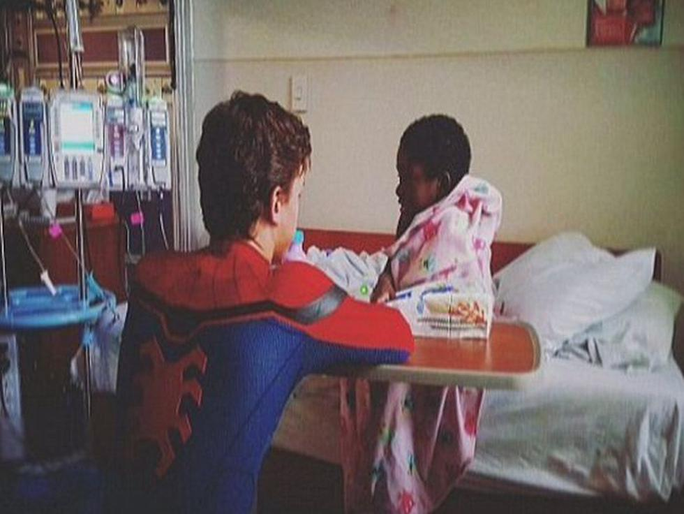 Tom Holland, el nuevo Spider-Man, muestra su lado más humano y visitas hospital de niños en Estados Unidos.