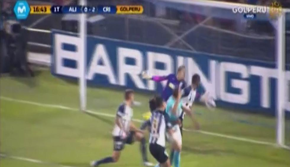 Renzo Revoredo puso el segundo gol para Sporting Cristal. (Capturas: Gol Perú)