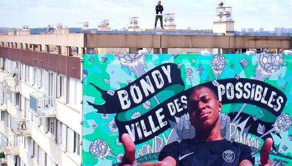 Kylian Mbappé posa al lado de gran mural en su barrio (Foto: NSS Sports)