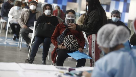 La vacunación contra el COVID-19 en el Perú avanza a ritmo regular en diferentes grupos etarios. Foto: GEC