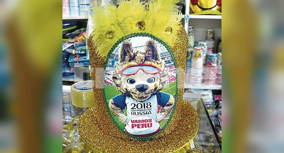 Gorros del billetazo para 'hora loca' y las piñatas para Año Nuevo dan la hora en el Mercado Central