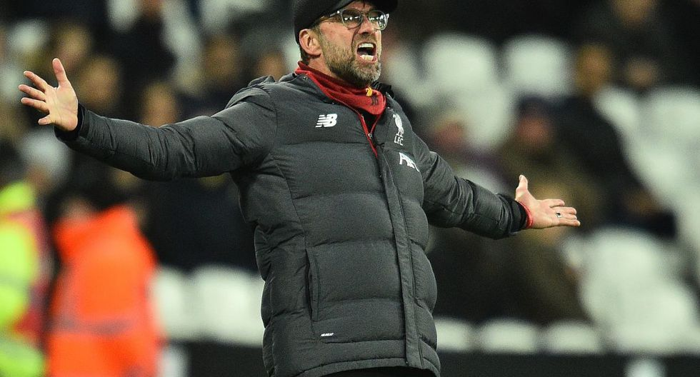 Liverpool's German manager Jurgen Klopp shouts instructions to his players from the touchline during the English Premier League football match between West Ham United and Liverpool at The London Stadium, in east London on January 29, 2020. RESTRICTED TO EDITORIAL USE. No use with unauthorized audio, video, data, fixture lists, club/league logos or 'live' services. Online in-match use limited to 120 images. An additional 40 images may be used in extra time. No video emulation. Social media in-match use limited to 120 images. An additional 40 images may be used in extra time. No use in betting publications, games or single club/league/player publications.  / AFP / Glyn KIRK                           / RESTRICTED TO EDITORIAL USE. No use with unauthorized audio, video, data, fixture lists, club/league logos or 'live' services. Online in-match use limited to 120 images. An additional 40 images may be used in extra time. No video emulation. Social media in-match use limited to 120 images. An additional 40 images may be used in extra time. No use in betting publications, games or single club/league/player publications.
