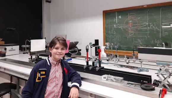 Laurent Simons obtuvo su licenciatura en Física en la Universidad de Amberes en solo un año y ya está inmerso en un posgrado de la misma materia. (Foto: EFE / padres de Laurent Simons)