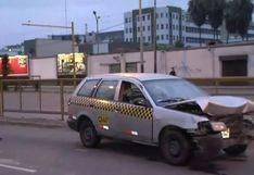 Mujer embarazada y otras cuatro personas están heridas tras despiste de taxi en Av. Brasil