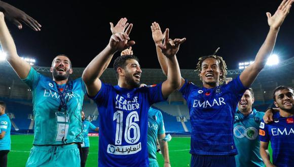 André Carrillo levantó el trofeo de la Primera División de Arabia Saudita con el Al Hilal. (Foto: Al Hilal)