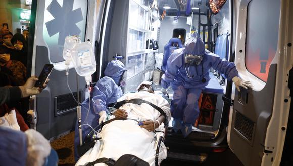 Lima 14 de noviembre de 2020. Ingresan al Hospital Almenara a un herido de la Gran Marcha Nacional contra Manuel Merino. (Foto: Joel Alonzo/ GEC)