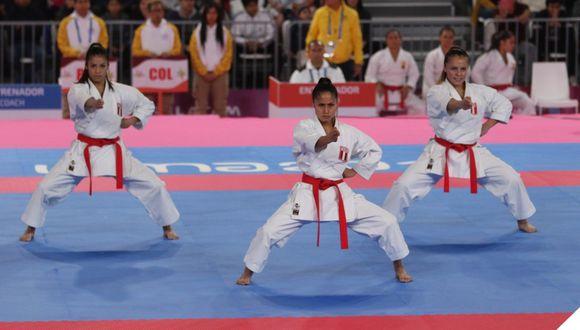 Andrea Almarza, Sol Romaní y Saida Salcedo  ganaron la medalla de bronce para Perú. (Fotro: Federación Peruana de Karate)